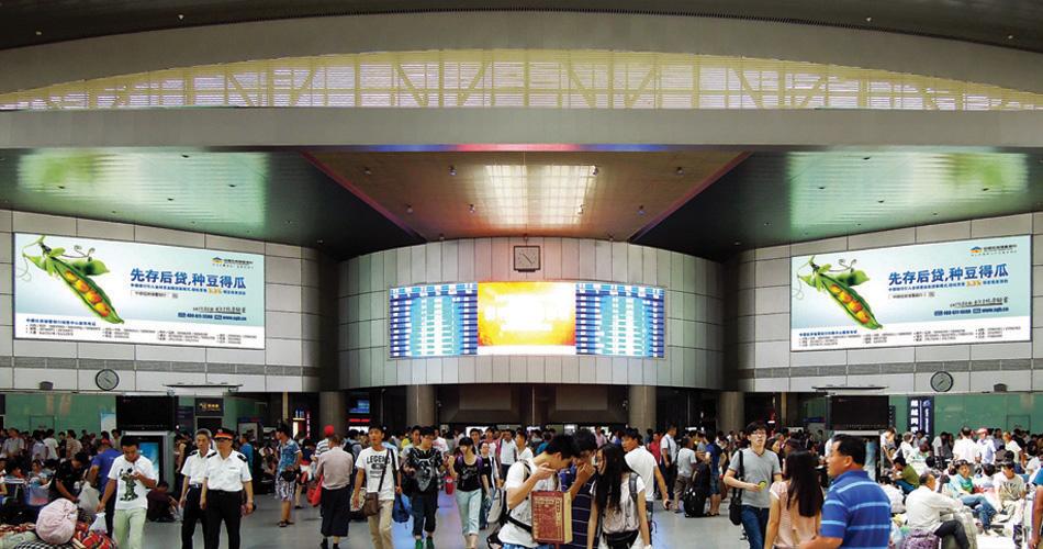 中德住房储蓄银行-天津站高架层进站大厅南端灯箱