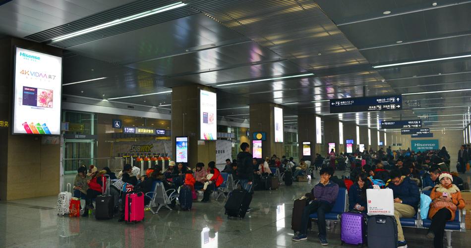 海信电视-天津站地下一层进站大厅方柱灯箱