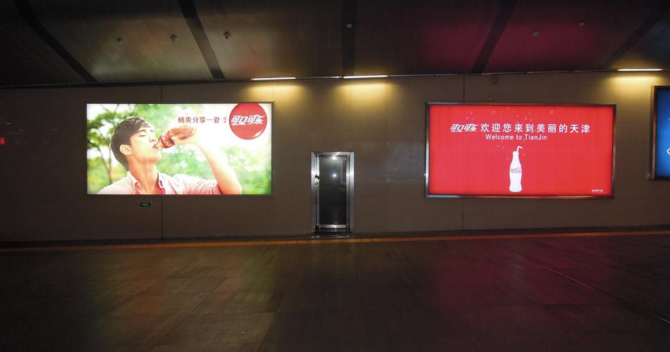 可口可乐-天津站地下一层出站通道拉布灯箱